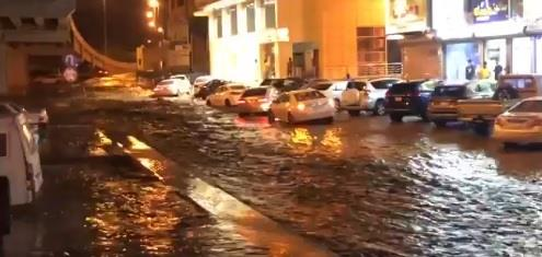 السيول تحجز عدد من المركبات في مكة المكرمة